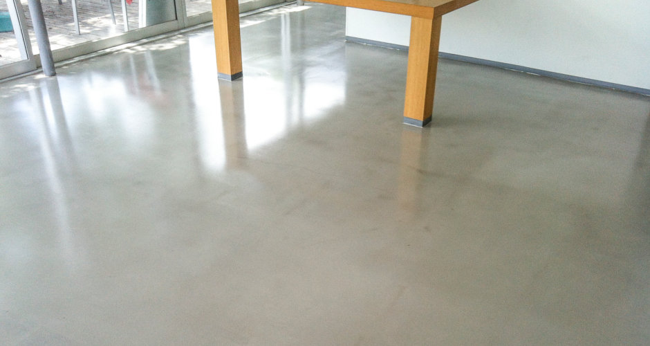 Self leveling floor coating uae self smoothing flooring for Concrete floor leveling