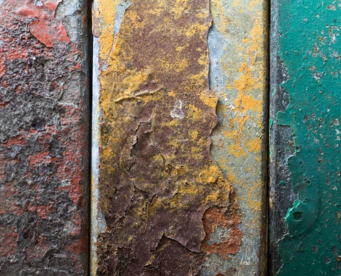 Powder coating removal methods include stripping, blasting, and burning.